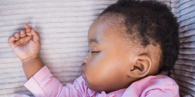 Stopa smrtnosti djece pala je za pola u posljednjih 25 godina, no 16,000 djece i dalje nepotrebno umire svakodnevno