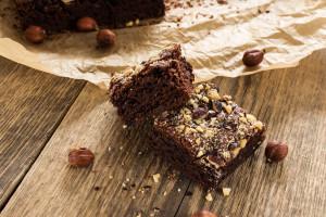 Recepti s konopljom: pregršt supernamirnica u sirovim čokoladnim kvadratićima!