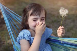 Nazdravlje! Kako ublažiti simptome proljetne alergije? Prirodni lijek za alergiju u obliku dodataka prehrani