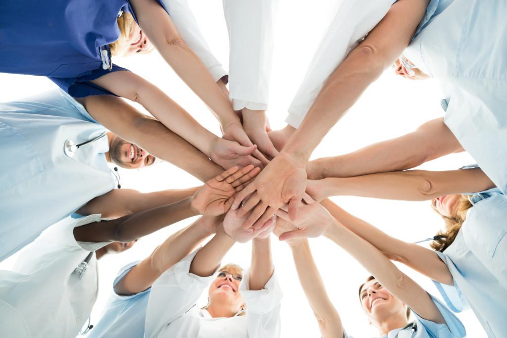 Sustav u kolapsu, nedostaje 12.500 medicinskih sestara. Pregled tjedna: Poskupljenja u zdravstvu i manje alkohola za novopečene očeve